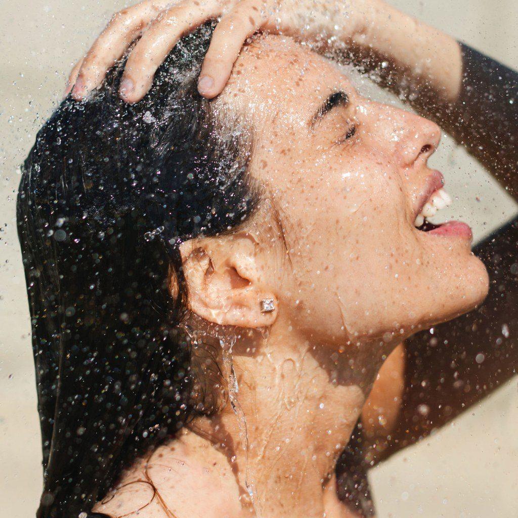 gội đầu bằng nước nóng