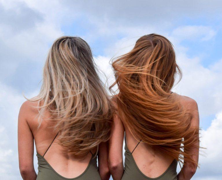 tẩy tóc khiến da đầu bị hư hại