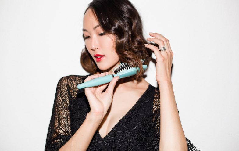 Cách chăm sóc tóc: Chải tóc và massage da đầu