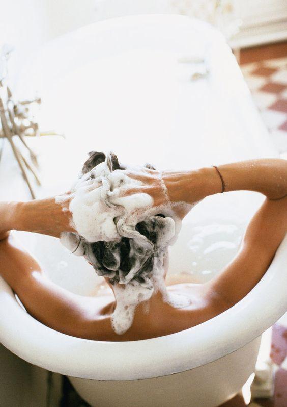 Làm sạch tóc với bước gội đầu đúng chuẩn
