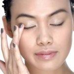 """5 lý do """"to đùng"""" vì sao nên sử dụng kem lót cho mắt"""