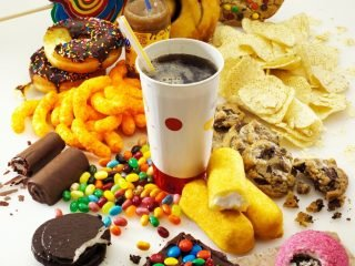 8 loại thực phẩm gây mụn bạn nên cho ngay vào black list