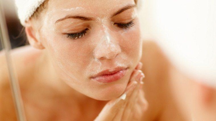 rửa mặt bằng sữa tươi không đường