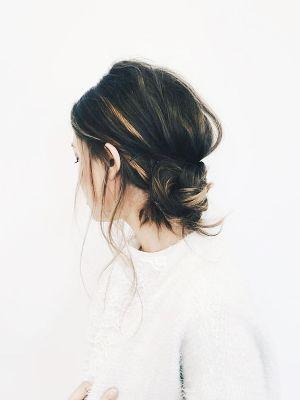 "Kiểu tóc búi thấp kiểu ""xuề xoà"""