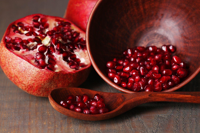 thực phẩm trẻ hóa da là quả lựu