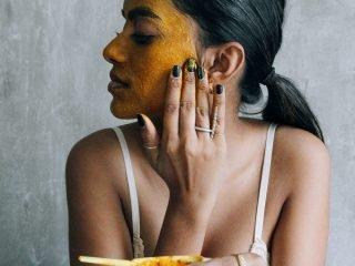 3 Công thức mặt nạ sáng da ngừa mụn DIY từ bột nghệ và dầu dừa