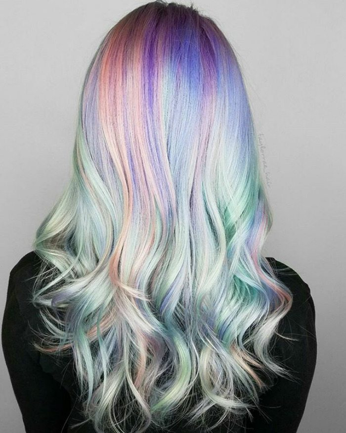 Hè này nhuộm tóc màu gì cho nổi bật? Holographic!