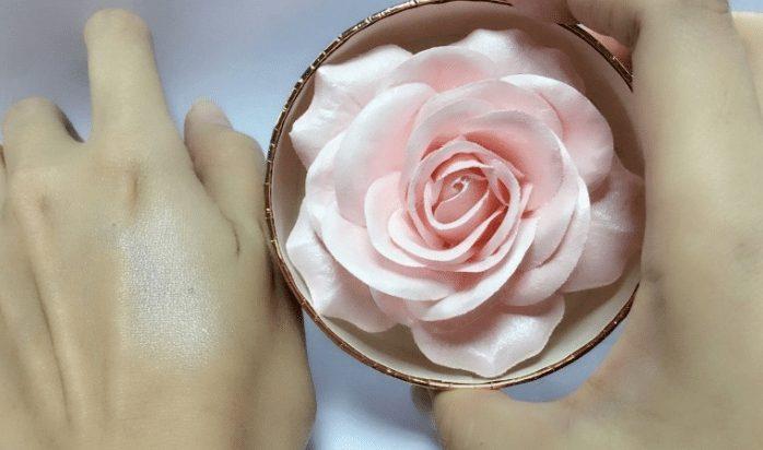 phấn highlight nhũ hình hoa hồng