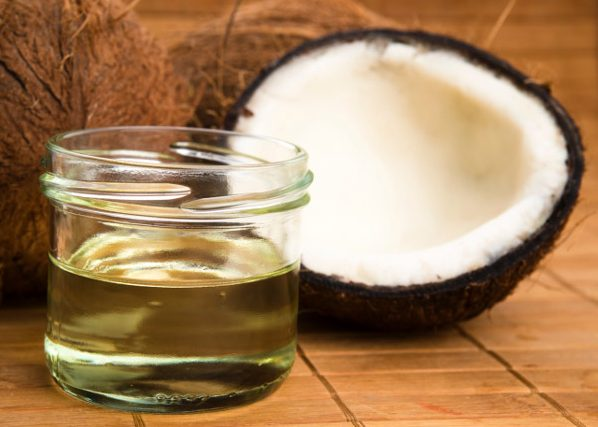 cố định nếp tóc với dầu dừa