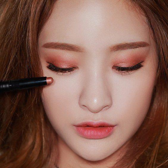 màu mắt phong cách Hàn