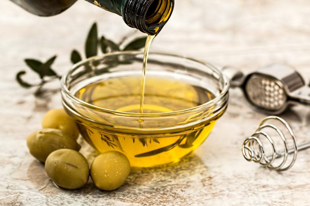 Dưỡng ẩm da bằng dầu oliu