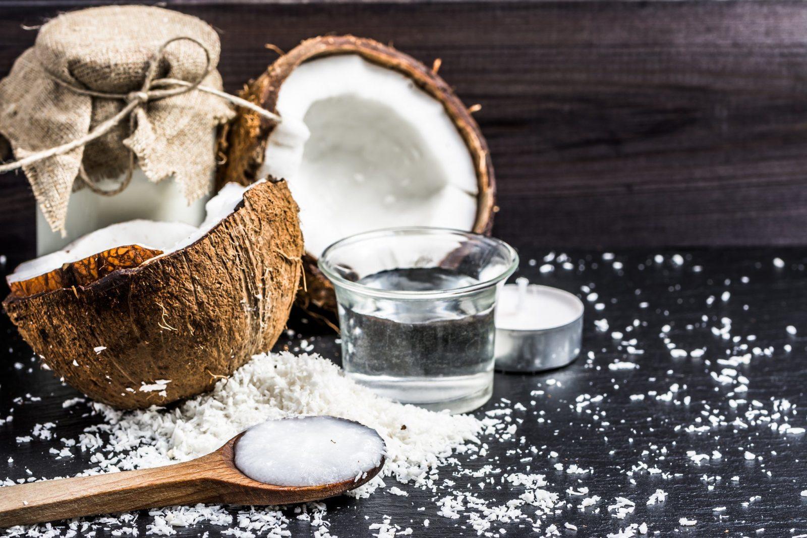Dầu dừa giữ ẩm rất tốt và tiết kiệm