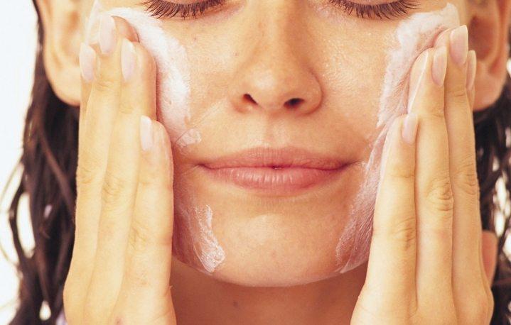 sữa rửa mặt nào tốt cho da nhờn