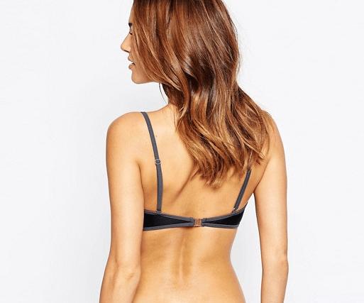 Áo ngực cũng có thể là nguyên nhân gây mụn lưng