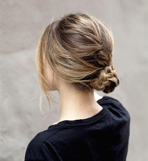 kiểu thắt bím kết hợp tóc búi