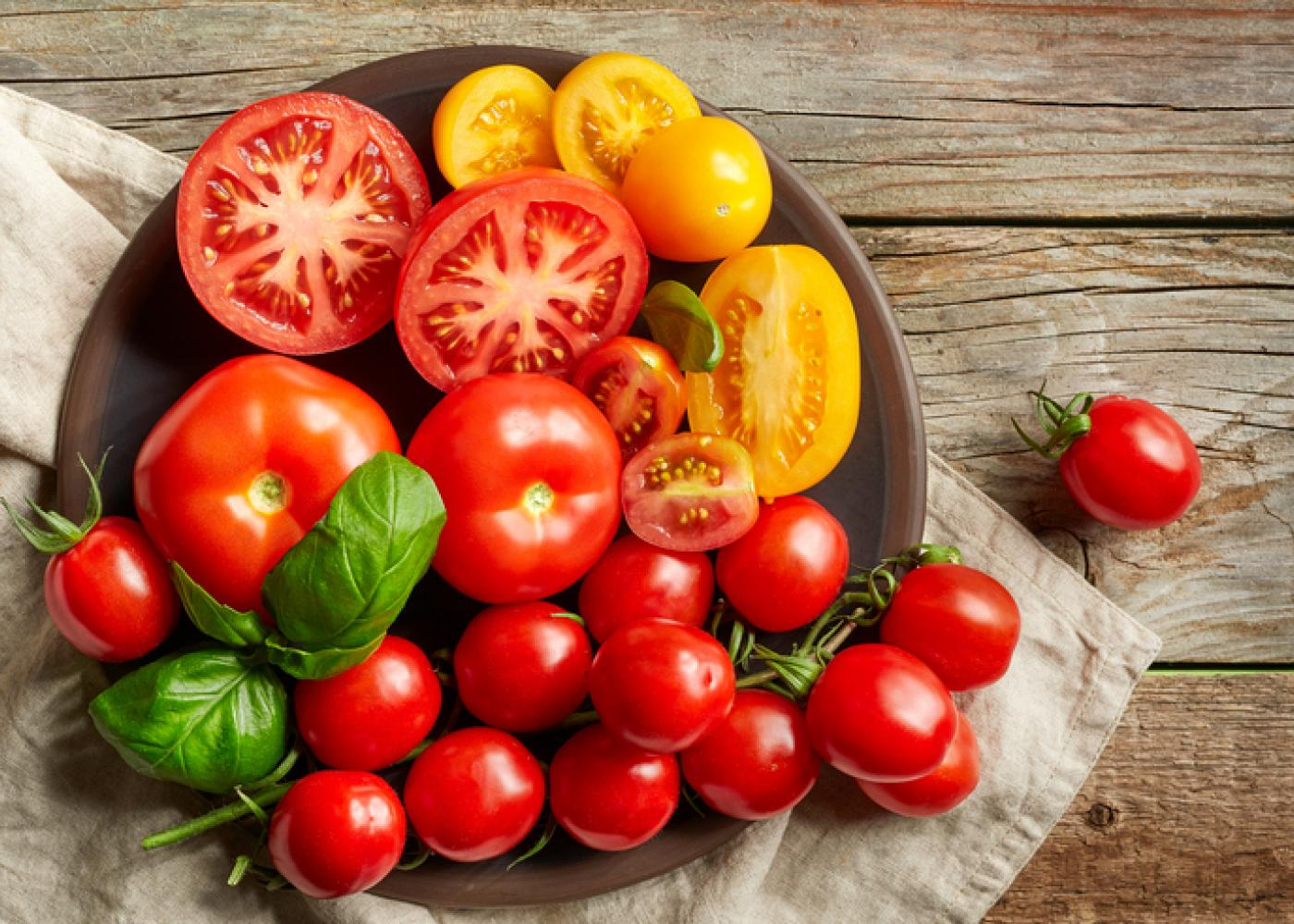 cách trị mụn ở lưng bằng cà chua