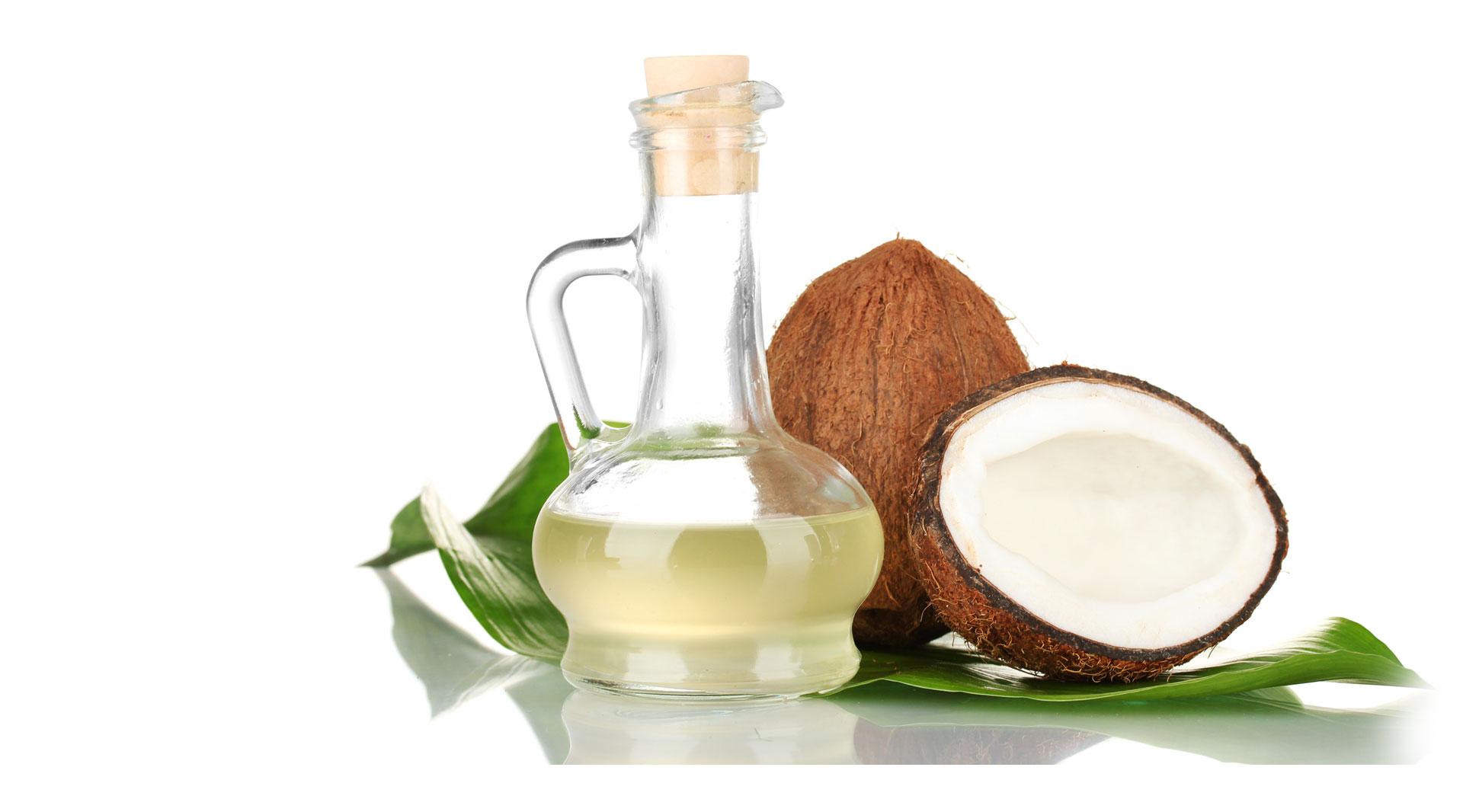 dưỡng ẩm da khô bằng dầu dừa
