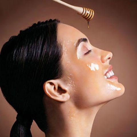 dưỡng ẩm da mặt bằng mật ong
