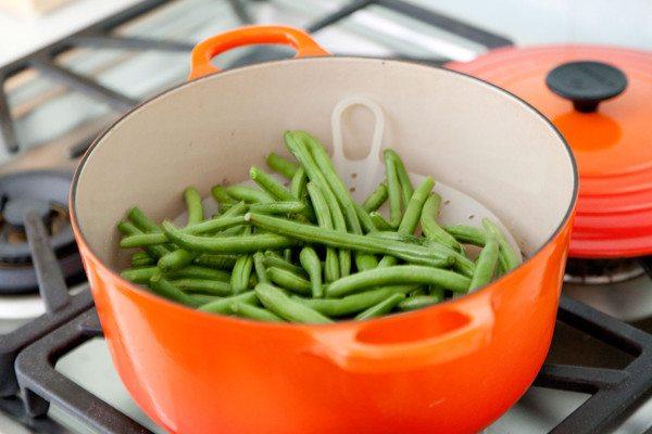 giảm cân nên ăn rau sống hoặc luộc, hấp