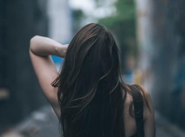 Dầu dừa hạn chế tóc chẻ ngọn