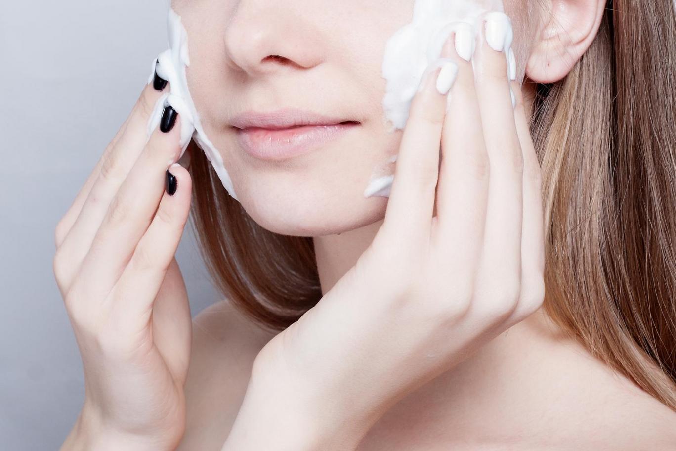 chọn sữa rửa mặt cho da khô