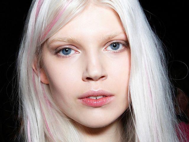 Da trắng hợp với màu tóc nào?