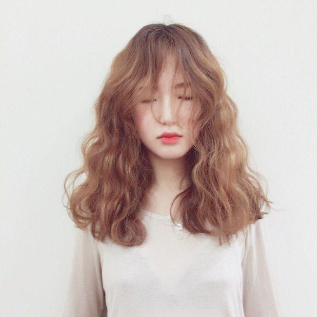 Tóc bị bông xù rất dễ tổn thương