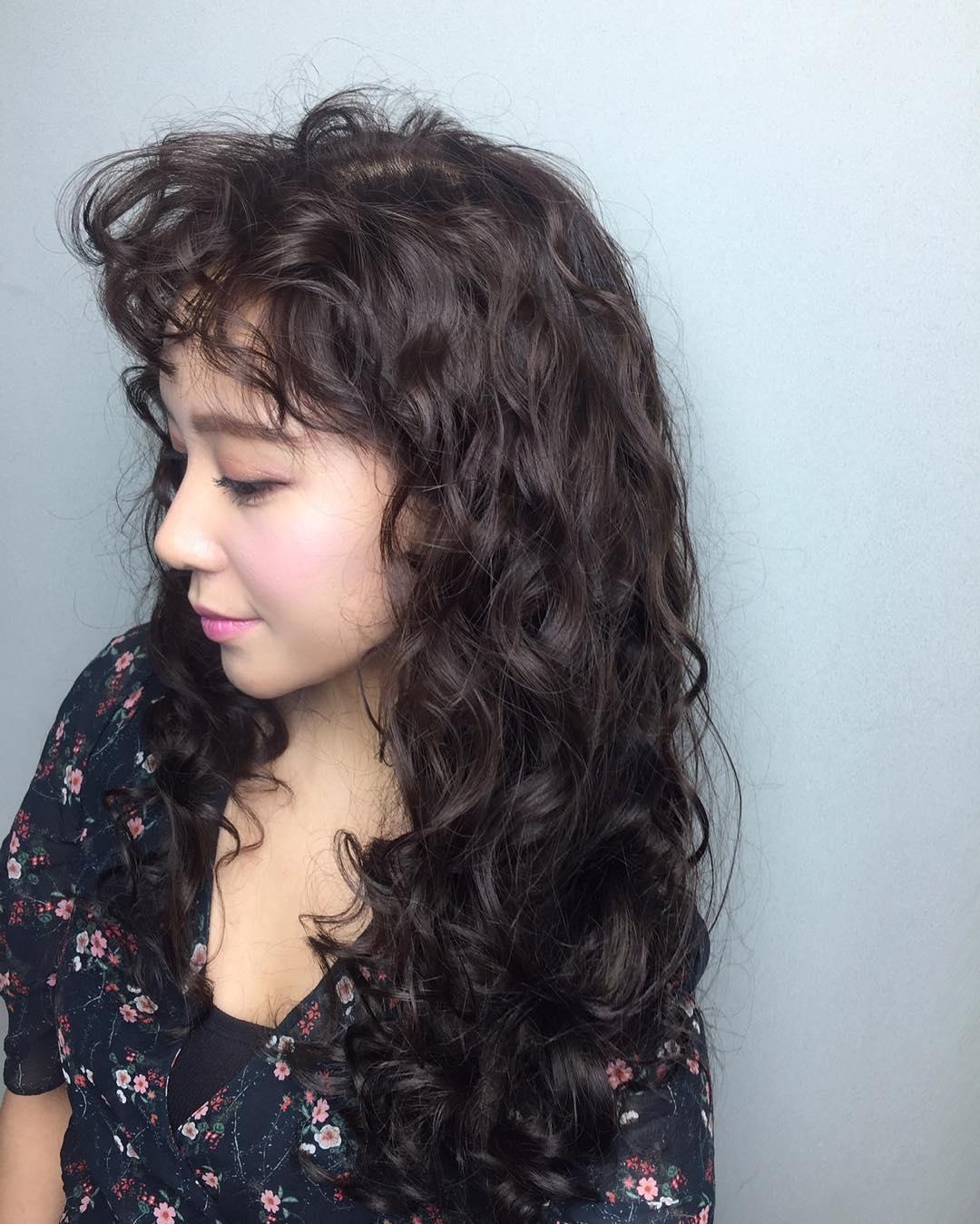 Tóc uốn bị xù phải làm sao? Làm thế nào để tóc không bị bông xù khô xơ?