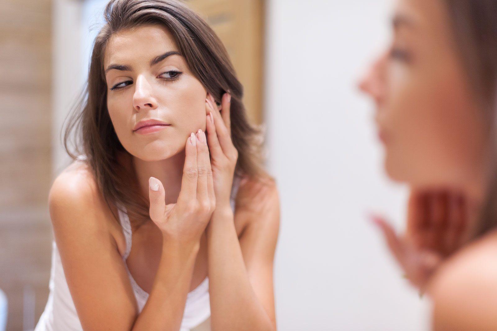 mụn ẩn được hình từ bên trong sâu bên trong da