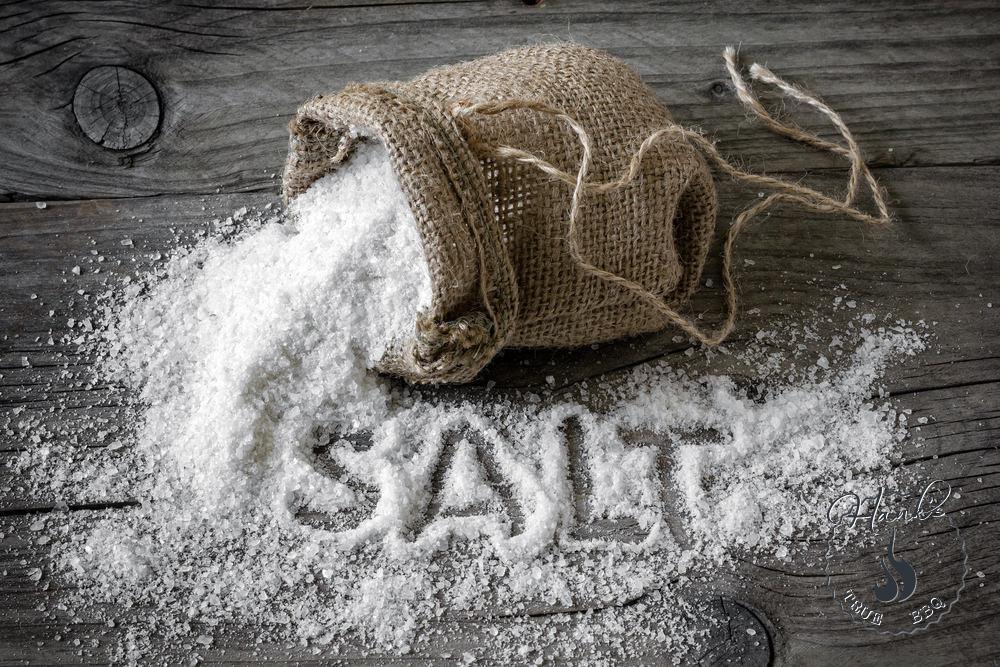 vì sao muối trị mụn