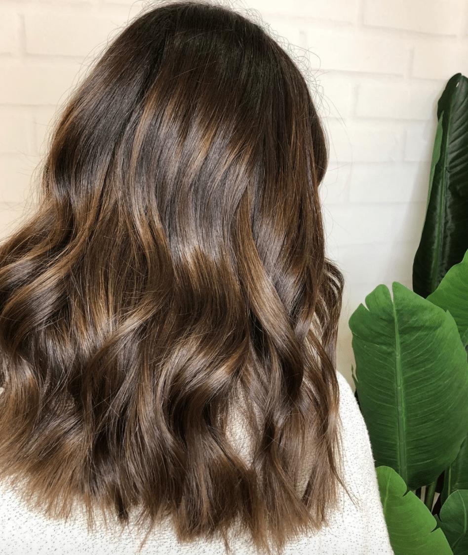 mái tóc uốn vào nếp mềm mại