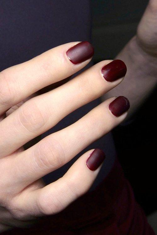 màu móng tay xanh nâu đỏ đẹp