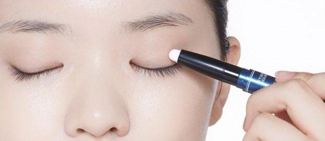 cách vẽ eyeliner cho người mới bắt đầu