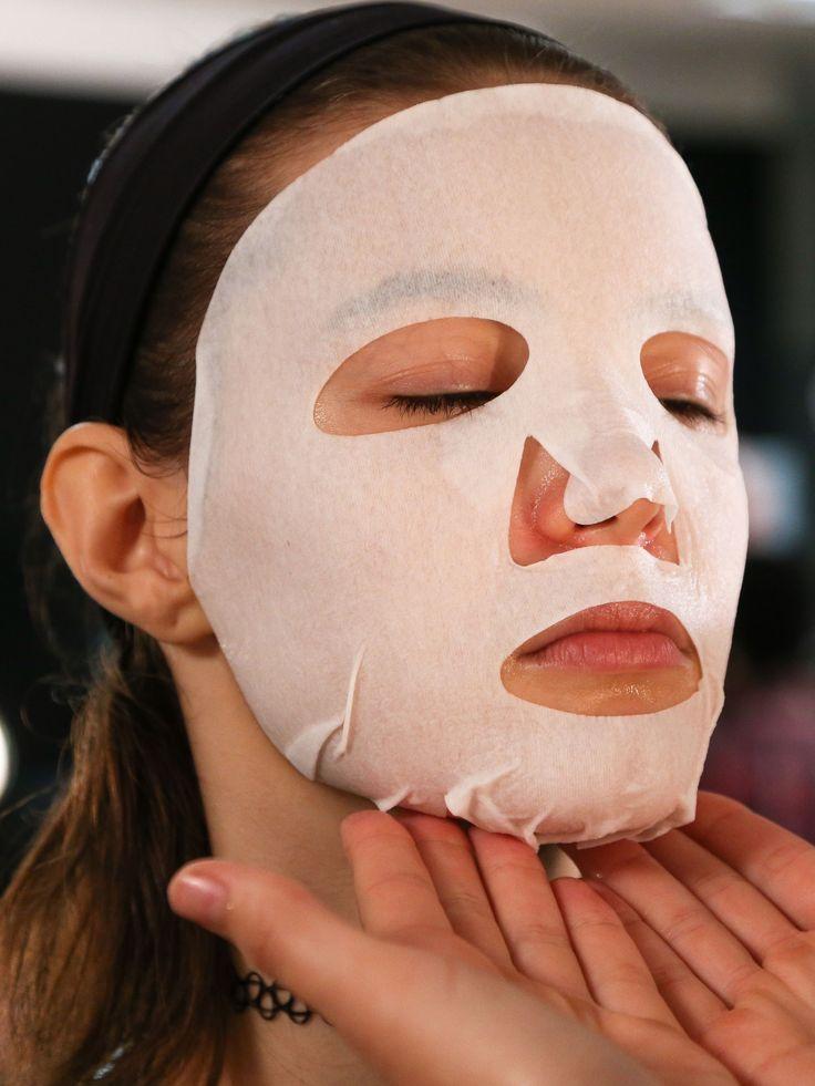 đắp mặt nạ collagen