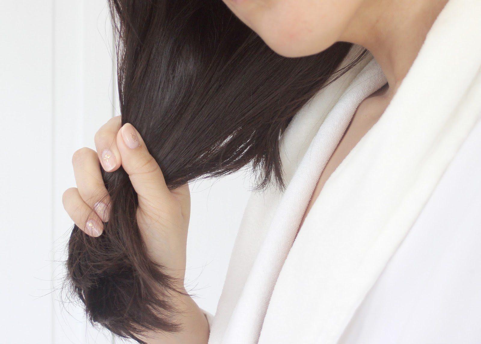 nên thoa serum dưỡng tóc ở phần đuôi tóc