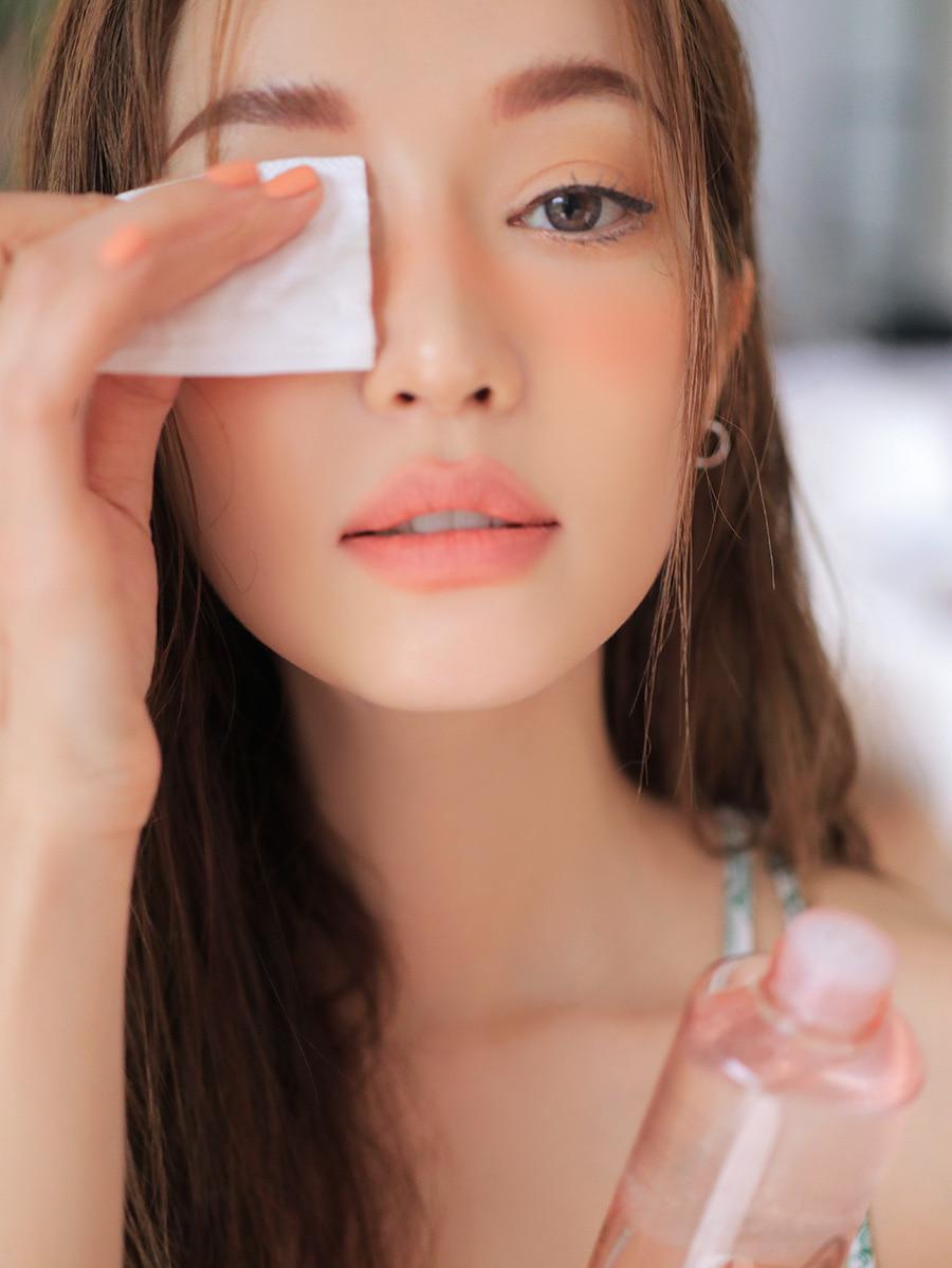 tẩy trang là một trong các bước làm sạch da mặt