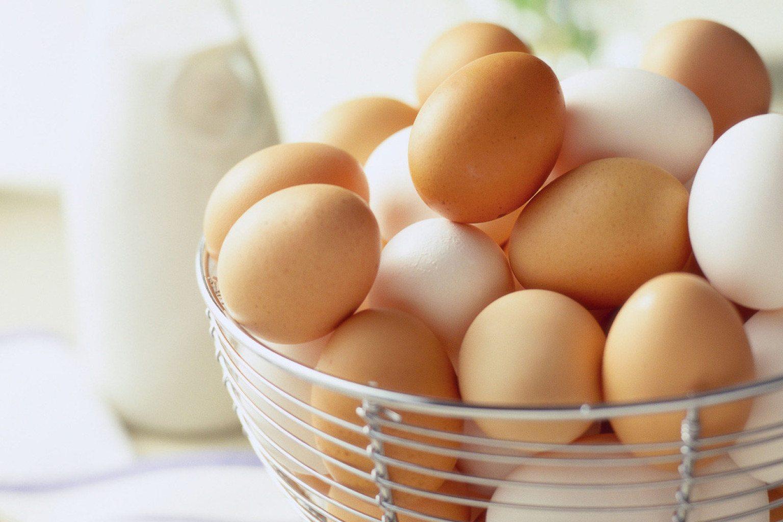 trị nám da nên tránh ăn trứng gà
