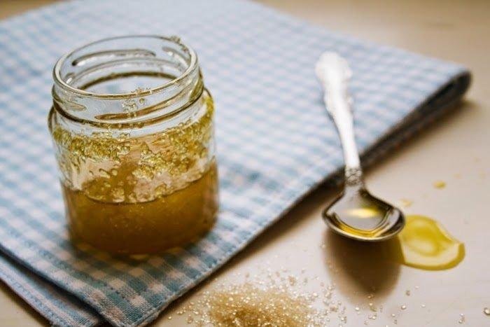 mật ong và đường tẩy tế bào chết cho da mặt