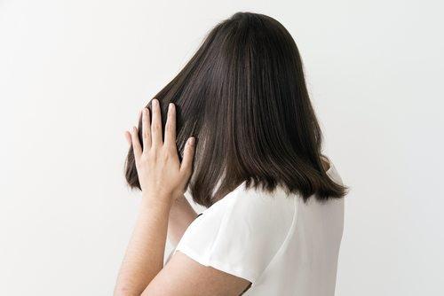 cách chăm sóc tóc bằng serum dưỡng tóc