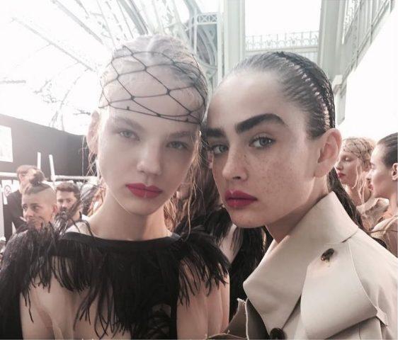 Đường cắt âm bản – Nốt thăng rực rỡ trong tuần lễ thời trang Paris 2018