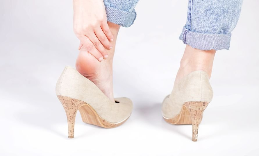 bị nứt gót chân