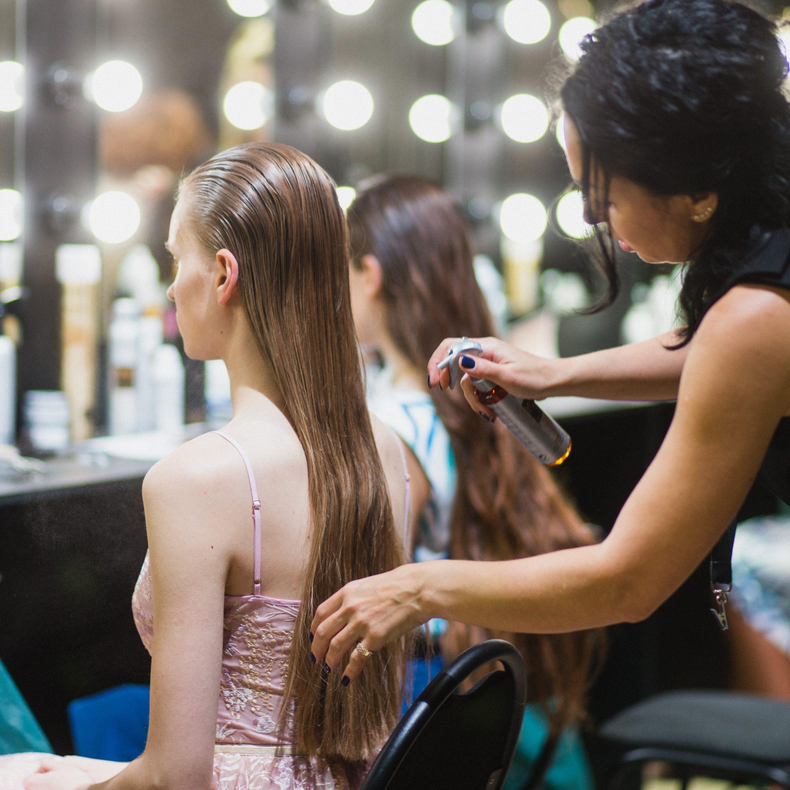 cách chăm sóc tóc khô xơ và chẻ ngọn
