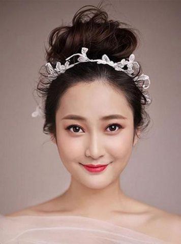 """Cô dâu mặt tròn thêm đáng yêu & nổi bật với 5 kiểu tóc """"đơn giản"""" sau!"""