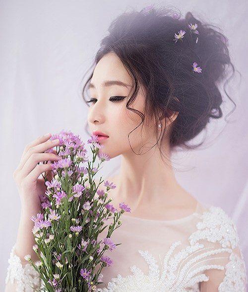 8 kiểu trang điểm cô dâu ngày cưới đẹp, phong cách nhất năm 2021