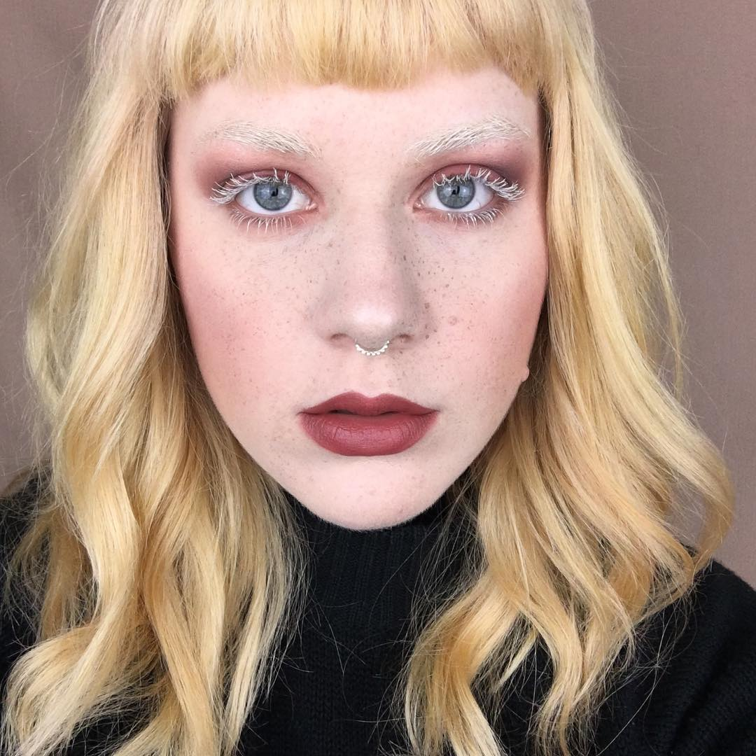 mascara màu