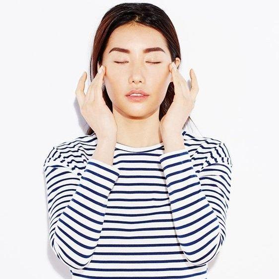 Thon gọn mặt chỉ bởi massage mỗi ngày