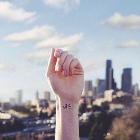 6 hình xăm nhỏ ở cổ tay – Điểm nhấn cá tính của phái đẹp