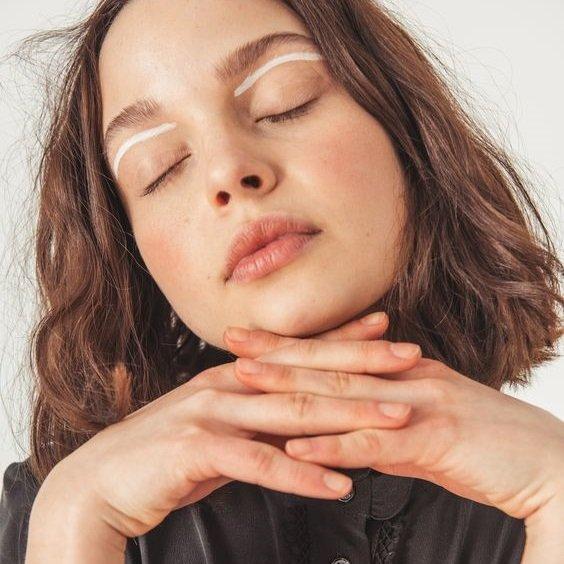 Có bao nhiêu loại kem lót mắt? Cách chọn kem lót mắt cho từng loại da