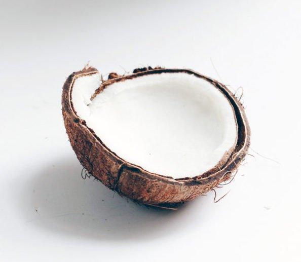 cách trị quầng thâm mắt bằng dầu dừa