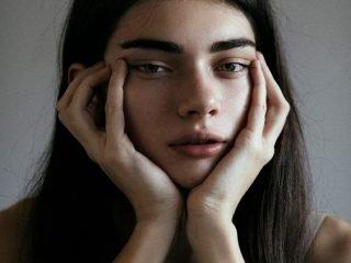 """Khi nàng gặp phiền toái với cặp bọng mắt """"mãn tính"""""""